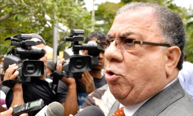 Ministro interior y polic a dice son racistas quienes for Nombre del ministro de interior y policia