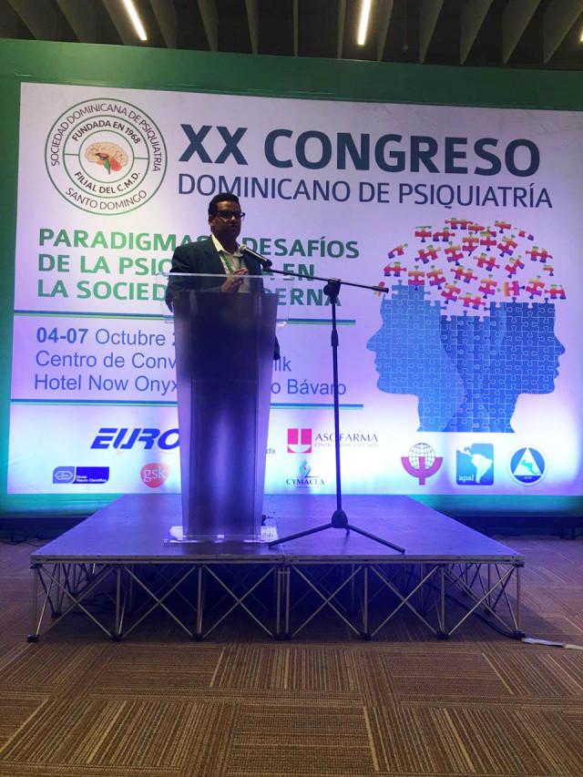 Dr Arnulfo Mateo expone durante el Congreso XX Dominicano de Psiquiatrí
